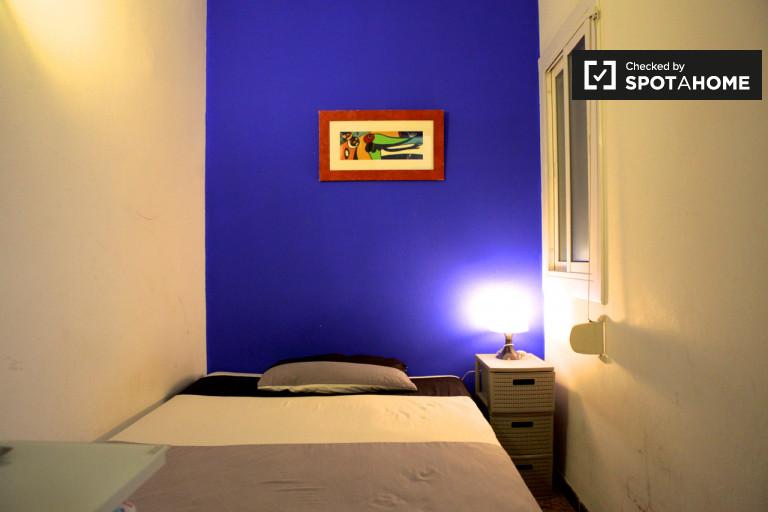 Huge room in shared apartment in Horta-Guinardó, Barcelona