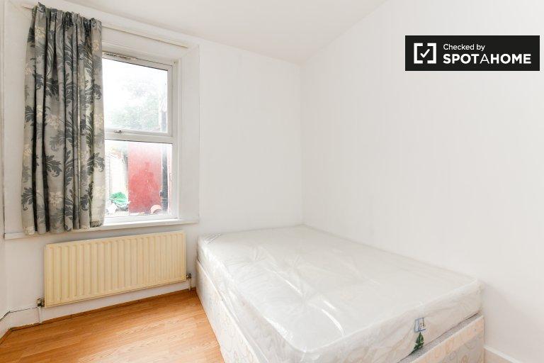 Luminous room w 5-pokojowym domu w Tooting w Londynie