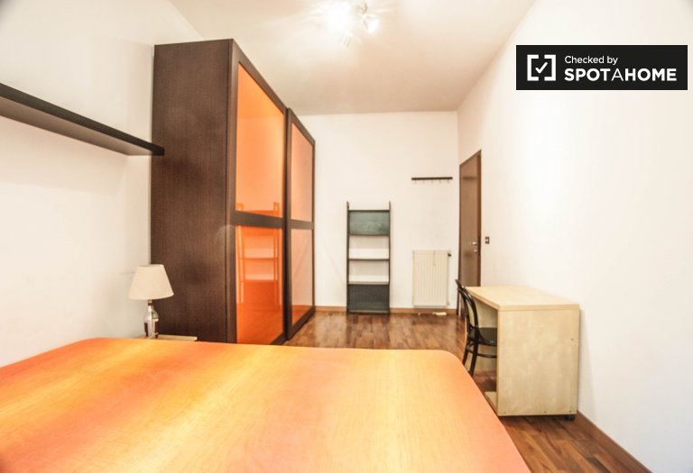 Double Bed in Rooms for rent in tidy 3-bedroom apartment in Ostiense