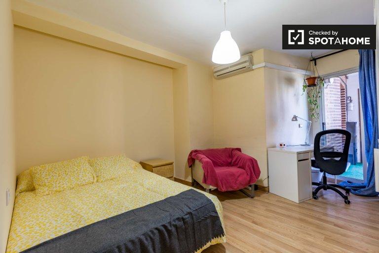 Pokój do wynajęcia w apartamencie z 5 sypialniami w Camins Al Grau