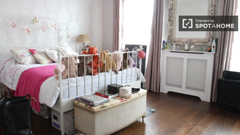 Bedroom 4 - Spacious Room With Double Bed