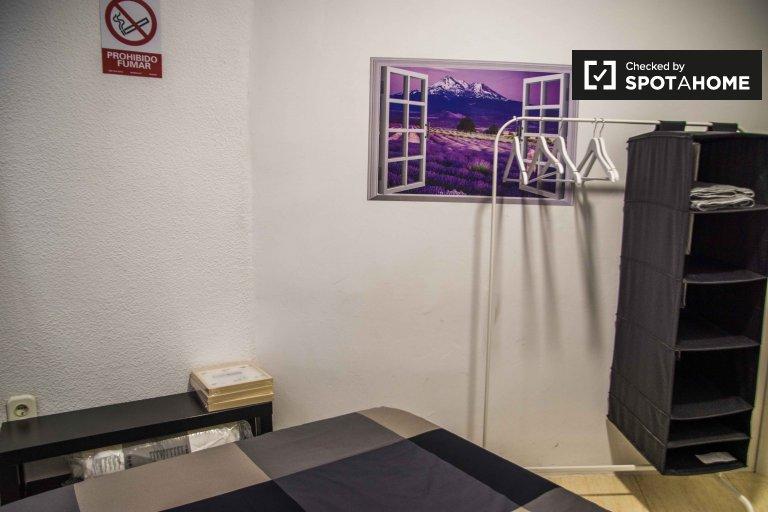 Se alquila habitación, apartamento de 6 dormitorios, Ciutat Vella, Valencia