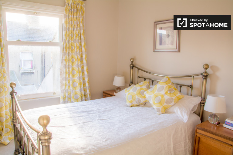 Light room in 2-bedroom apartment in Stoneybatter, Dublin