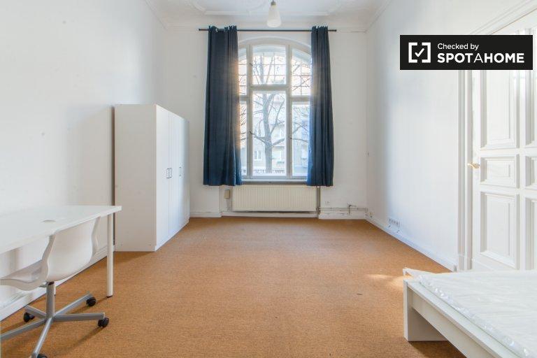 Pokój w 6-pokojowym apartamencie w Tempelhof-Schöneberg, Berlin