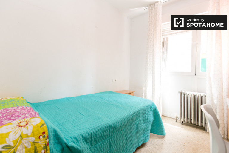 Single Bed in Rooms for rent in 4-bedroom apartment in Ronda
