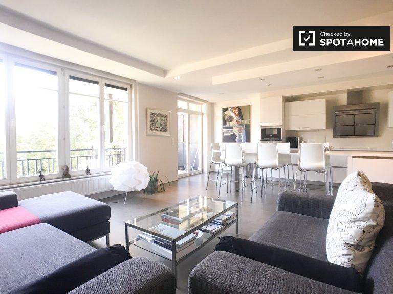 Duże 2-pokojowe mieszkanie do wynajęcia w Ixelles, Bruksela