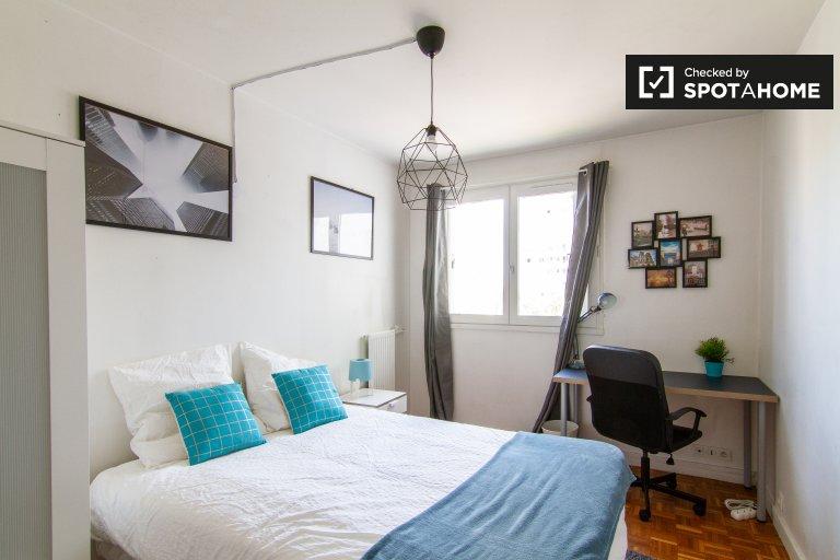 Pokój w apartamencie z 5 sypialniami w 16. dzielnicy Paryża