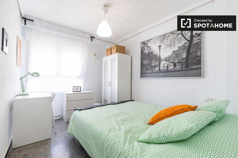 Pokój do wynajęcia w 6-pokojowym mieszkaniu w L'Eixample
