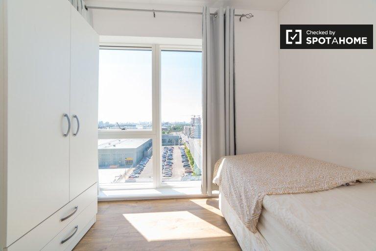 Quartos para alugar em apartamento de 4 quartos em Beckton, Londres