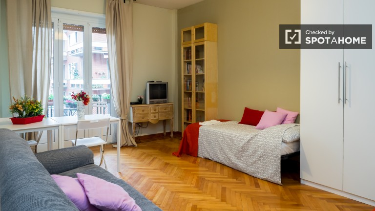 Spacious room in 2-bedroom apartment in Fiera Milano, Milan
