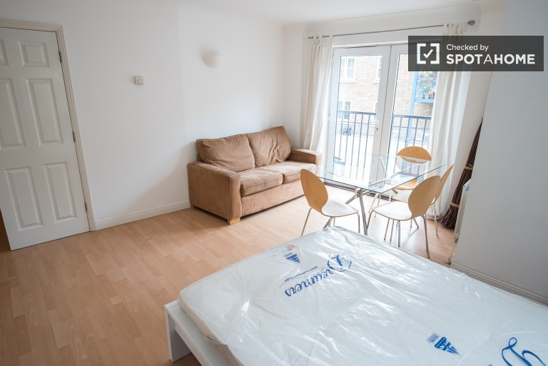 Bedroom 3 with double bed and balcony access