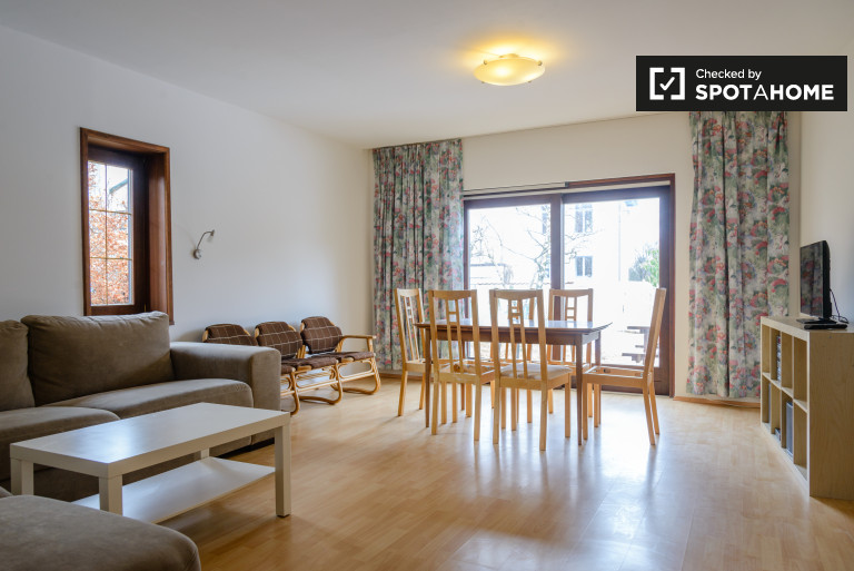 2-bedroom bungalow with huge garden in the 16th district