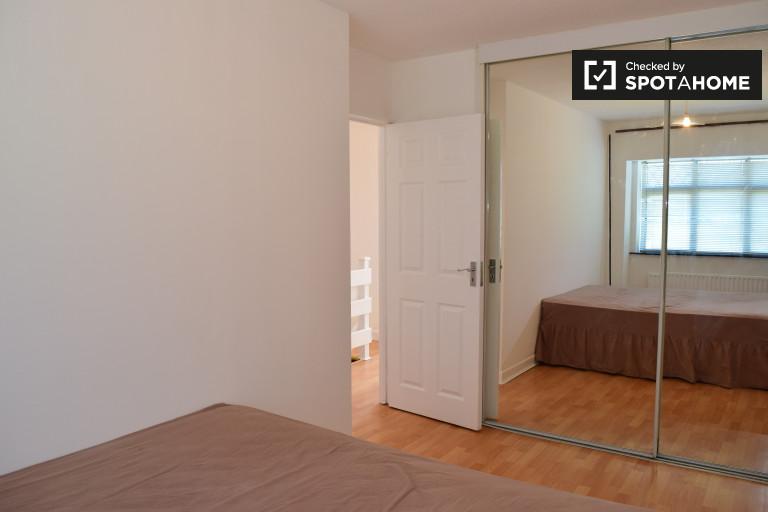 Chambre spacieuse dans un appartement de 3 chambres à Clondalkin, Dublin
