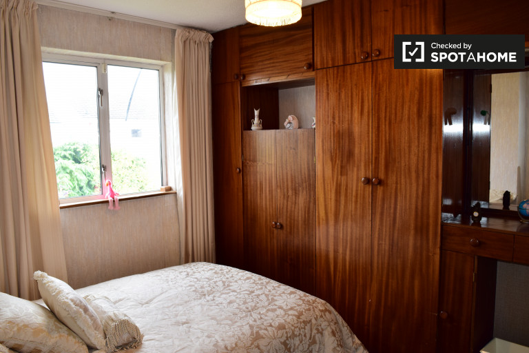 Double Bed in Room to rent in a 3-bedroom shared house in Dundrum