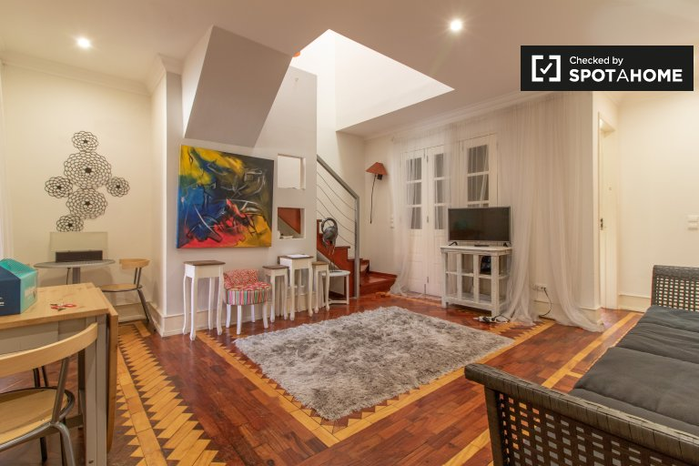 Huge 7-bedroom apartment for rent in Arroios, Lisbon