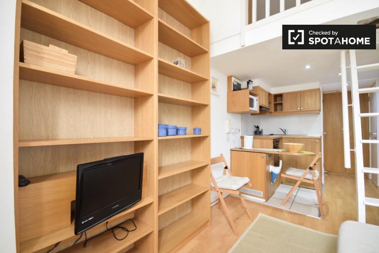 Studio flat to rent in West Kensington, London