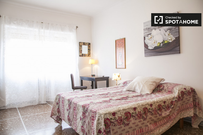Double Bed in Bright and spacious rooms for rent in 3-bedroom apartment near Tre University