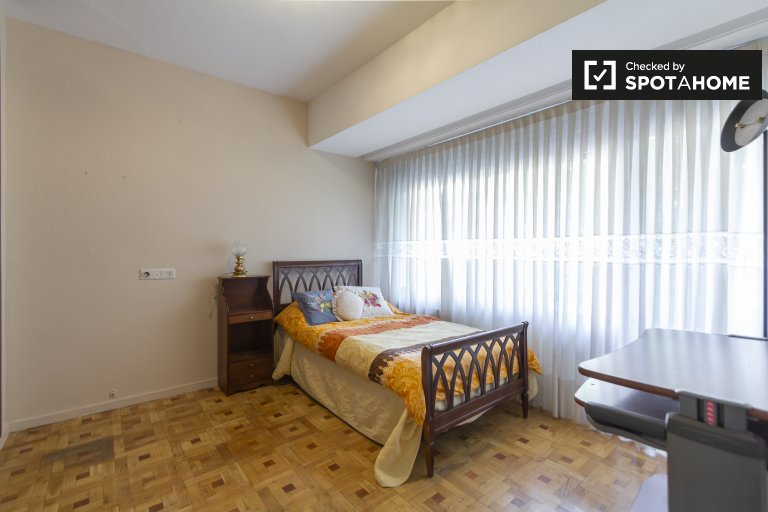 Comfy room for rent in Prosperidad, Madrid