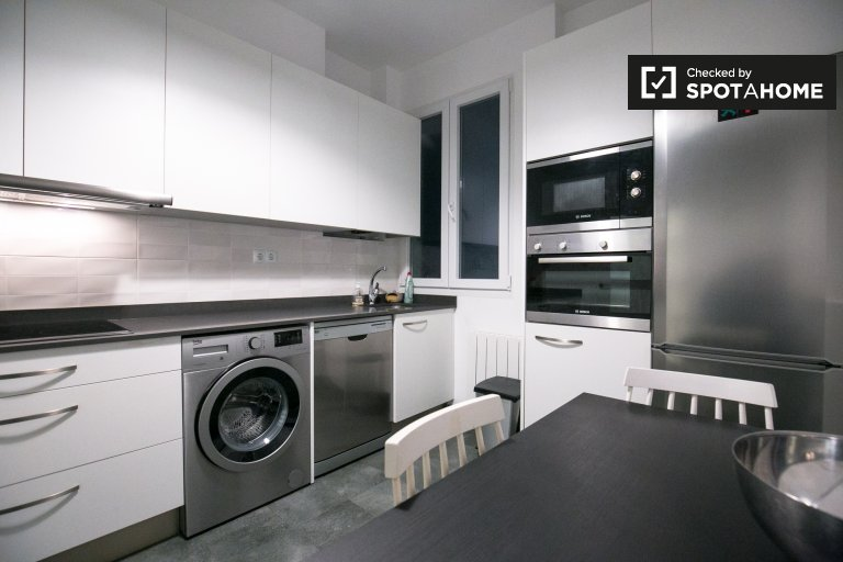 Modern 2-bedroom apartment for rent in Basurto, Bilbao