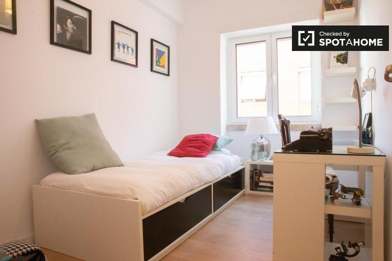 Pokój do wynajęcia w 5-pokojowym mieszkaniu w Arroios, Lizbona