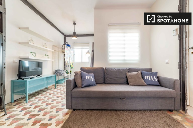 Bright studio apartment for rent in Eixample