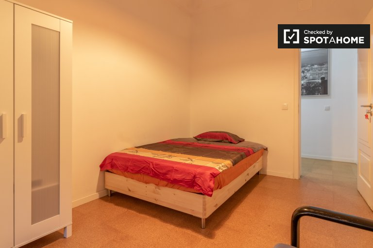 Zimmer in 9-Zimmer-Wohnung in Avenidas Novas, Lissabon