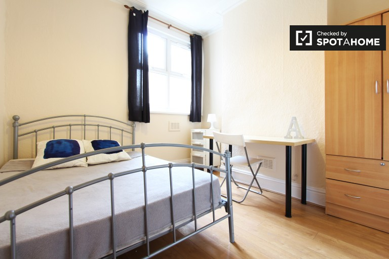 Chambre ensoleillée dans un appartement partagé à Tottenham, Londres