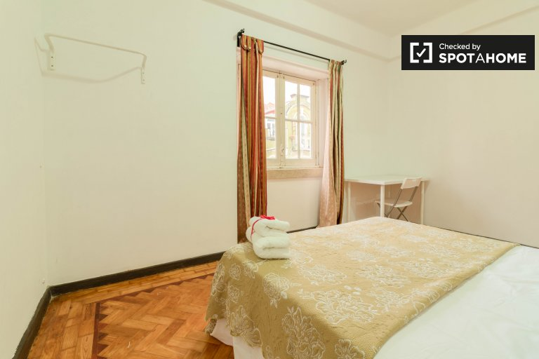Spacious room for rent in 5-bedroom apartment in Arroios