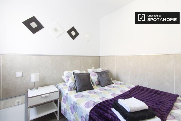Stanza in affitto in appartamento con 4 camere da letto a Carabanchel, Madrid