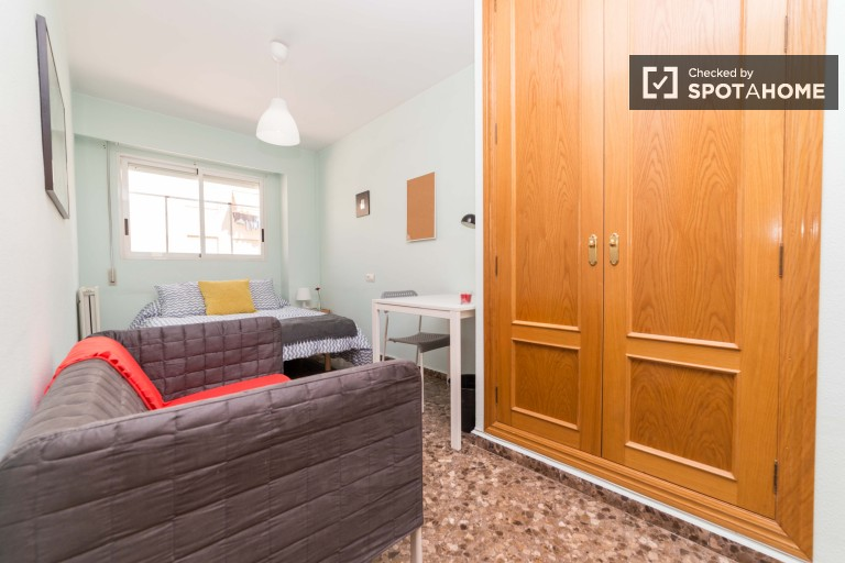 Bedroom 5 with double bed and independent key