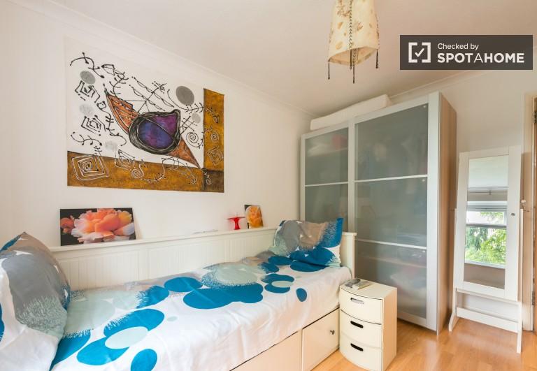 Newham, Londra'da 2 yatak odalı daire bulunan geniş oda