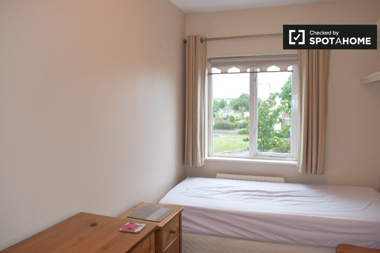 Sunny room to rent in Donaghmede, Dublin