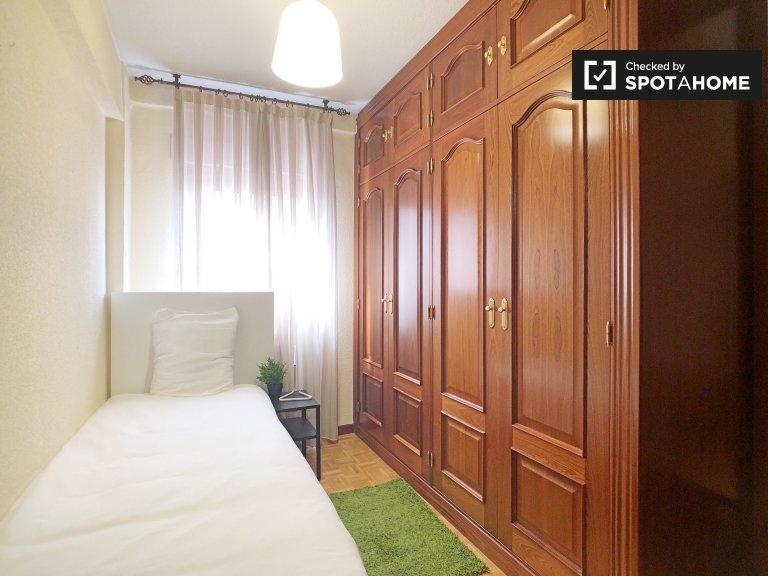 Habitación para alquilar en cómodo apartamento de 5 camas en Villaverde, Madrid