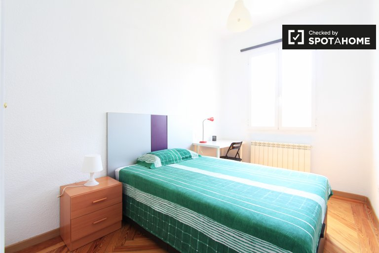 Light room in shared apartment in Chamberí, Madrid