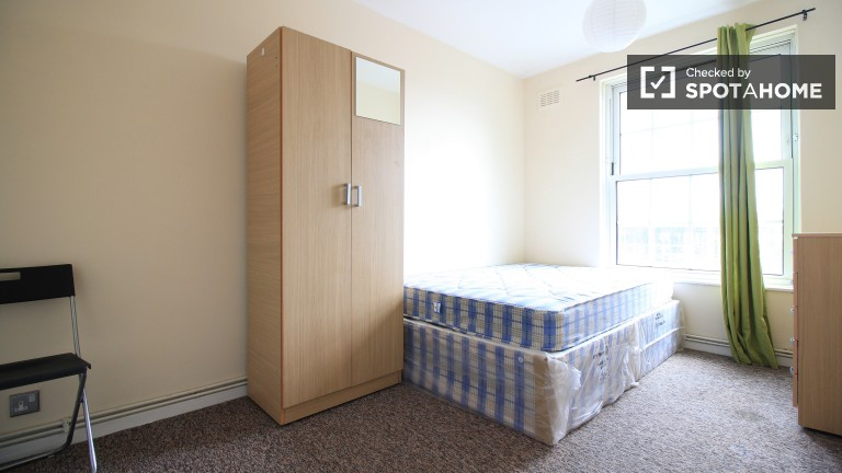 Bedroom 3 with double bed available to rent