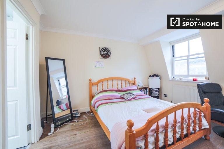 Kiralık çift kişilik oda, 4 yatak odalı apartman dairesi, Limehouse, Londra