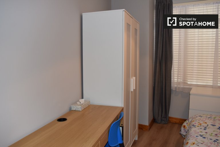Room for rent in 4-bedroom apartment in Glasnevin, Dublin