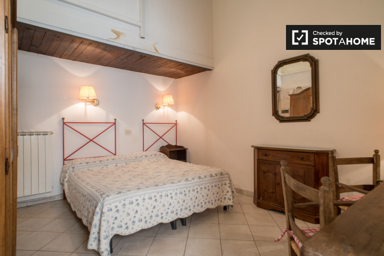 Charming studio apartment for rent in Trastevere, Rome