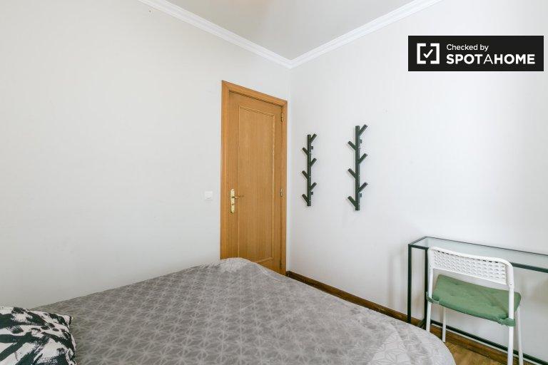 Schönes Zimmer zur Miete in 5-Bett-Wohnung, Santo António, Lissabon