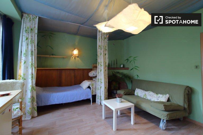 Quarto para alugar em apartamento de 3 quartos em Uccle, Bruxelas