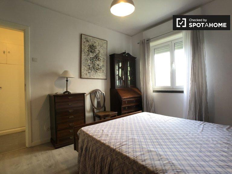 Kiralık çift kişilik oda, 4 yatak odalı daire, Oeiras, Lizbon
