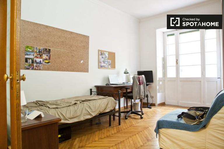 Chambre privée dans un appartement de 4 chambres à Nomentano, Rome