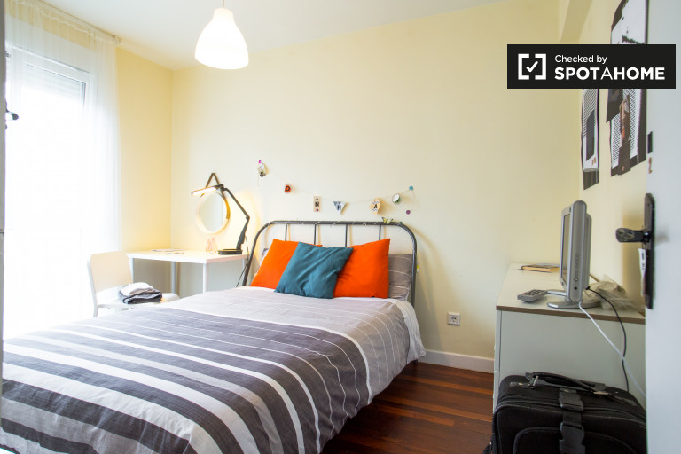 Double Bed in Rooms for rent in stylish 3-bedroom apartment in Getxo area