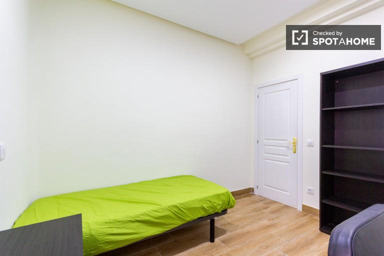 Cosy single bedroom 8