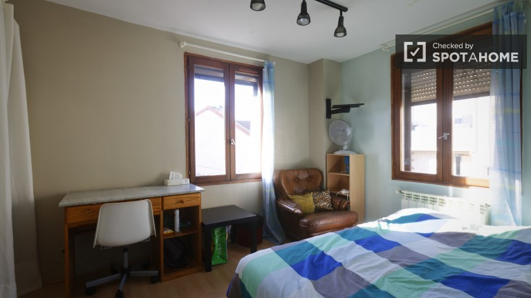 Double Bed in Rooms for rent in charming house with garden in Vanves