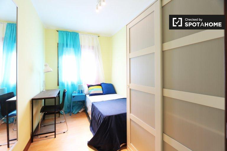 Tidy room 5-bedroom apartment in Puerta del Ángel, Madrid