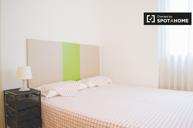Camera arredata in appartamento con 4 camere da letto a Chamberí, Madrid