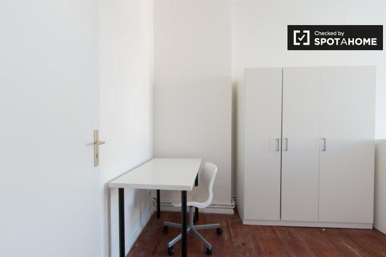Jasny pokój do wynajęcia w 4-pokojowym mieszkaniu, Prenzlauer Berg