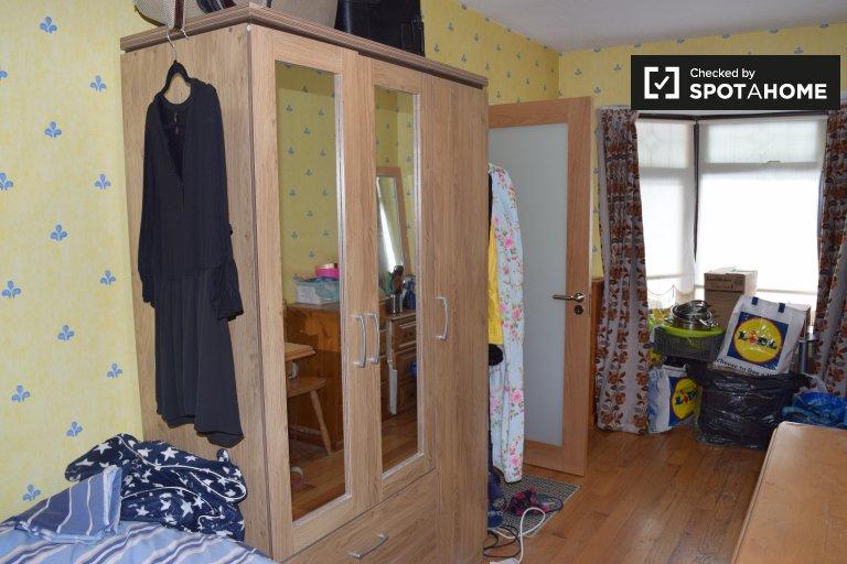 Zimmer zu vermieten in 5-Zimmer-Haus in Glasnevin, Dublin