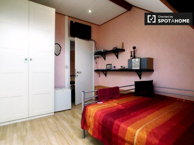 Charming room for rent em Laeken, Bruxelas